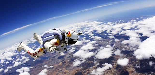 Sur la lune de Saturne, la gravité est si faible que vous pouvez voler comme un oiseau !